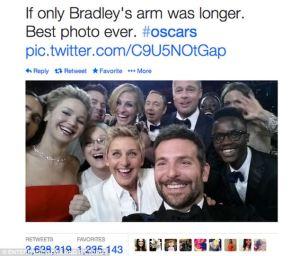 """Il """"selfie"""" di Elle Degeneres agli Oscar 2014, una delle immagini più condivise del momento"""