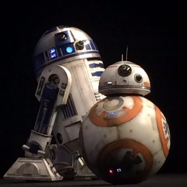 star-wars-7-force-awakens-r2d2-bb8-600x600.jpeg
